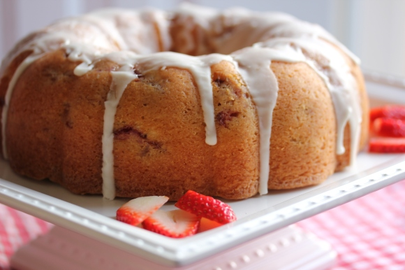 Fresh Strawberry Yogurt Cake - In Her Chucks